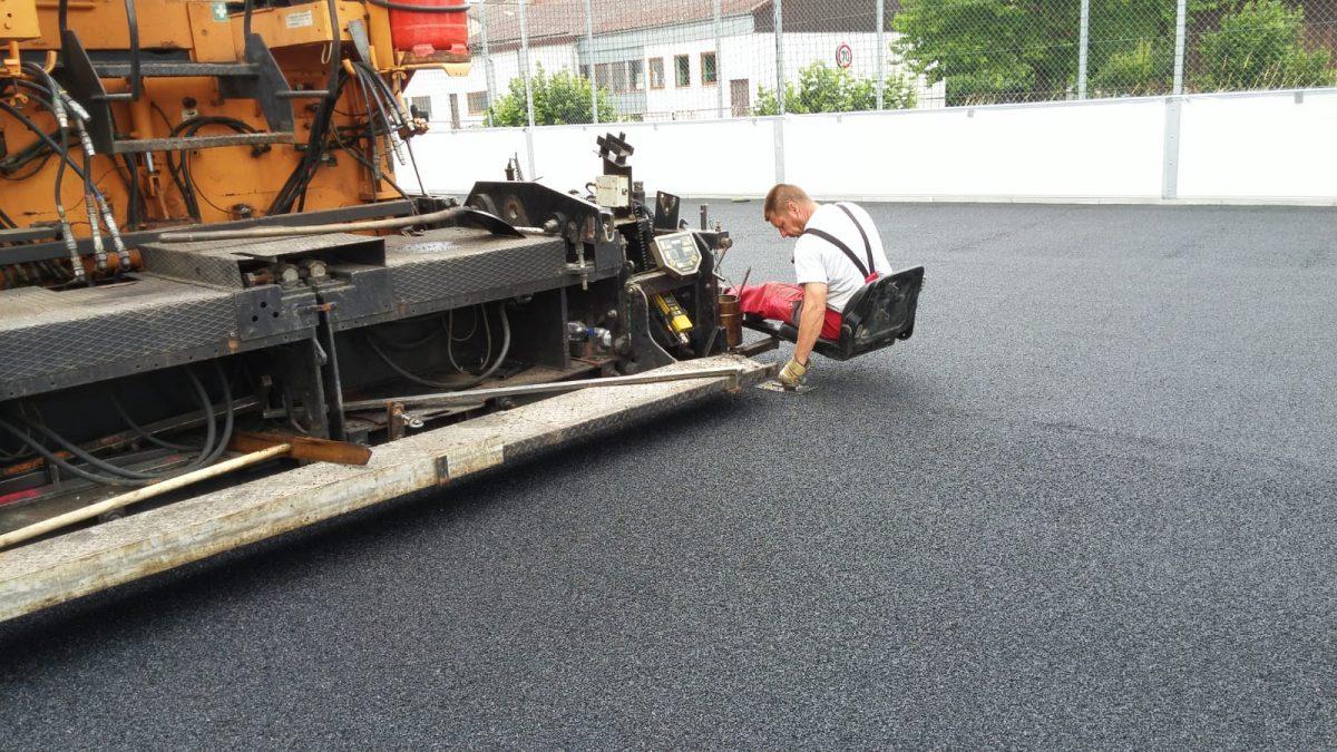 21. Juni: Polyurethanschicht wurde eingebaut